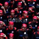 Ada Demo Buruh, Pengguna KA di Stasiun Gambir Bisa Naik dari Stasiun Jatinegara http://t.co/q9CgccbQuq http://t.co/stLhsFRrjo