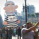 Prefeitura de SP estuda enquadrar boneco de Lula na Lei Cidade Limpa: http://t.co/cx6sq0DRMD http://t.co/6ilKyWtnBa