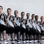Muitos títulos marcaram nossa história. Um deles é o do IV Centenário, contra o Palestra.. digo, Palmeiras #Timão105 http://t.co/qacPvlk05H