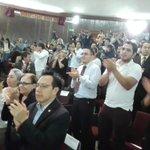 Público ovaciona de pie a Iván Velásquez, jefe de la @CICIGgt. @prensa_libre http://t.co/YFUHsEzrvt