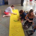 @Muschelschloss War gestern sehr bewegend am Bahnhof in #München, wünsch Dir einen schönen Tag #refugeeswelcome http://t.co/Y11rHsDgGL