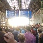 #Budapest,Ostbahnhof, Dienstag 7 Uhr. Hoffnung gen Westen. http://t.co/7drMnxGjNP