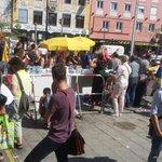 Viel Hilfsbereitschaft am Münchner Hauptbahnhof #trainofhope #refugeeswelcome http://t.co/mnoH1BRdop