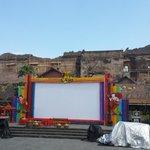 Ini panggung utama #FKY27kota di Plaza Ngasem. Acara mulai hari ini lho. Nanti ada Jikustik Band http://t.co/zgdssDMtSp