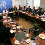 Ο Πρόεδρος της Δημοκρατίας @AnastasiadesCY παρακάθεται σε συνομιλίες με τον ηγέτη της T/K κοινότητας @MustafaAkinci_1 http://t.co/xD8gZml8z5