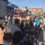 Wartende Flüchtlinge am Münchner Hauptbahnhof, die aus #Ungarn kamen. #München #Flüchtlinge http://t.co/4k1jlJhPcU