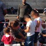 Hunderte #Flüchtlinge am Hauptbahnhof in #München angekommen. Weitere erwartet http://t.co/piukDtGzKs http://t.co/S0dnpY0xVL