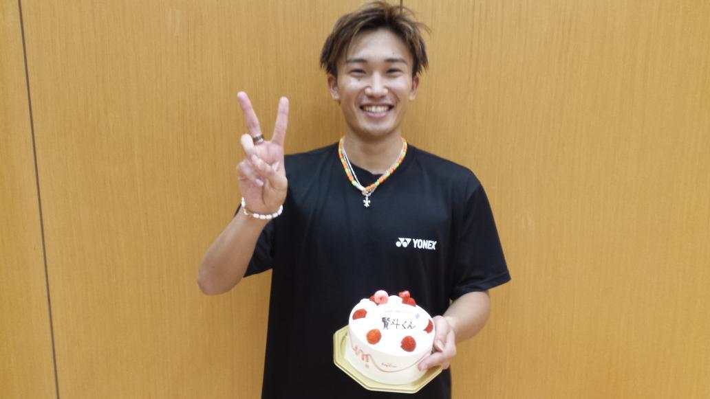 本日、桃田賢斗選手21歳の誕生日でした!! お祝いに ケーキ ノック インターバルトレーニング をプレゼントしました!!(笑) http://t.co/JJwjPVl7wY