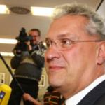 Komplett-Ausfall im TV: Wir haben Netzreaktionen zu Joachim Herrmanns Aussetzer. http://t.co/HXeOlq8aOL #hartaberfair http://t.co/o7v9YYvPwz
