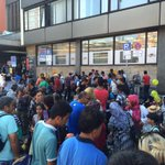Gerade hat ein neuer Zug mit Flüchtlingen #München erreicht. http://t.co/SgWBMmpIRY