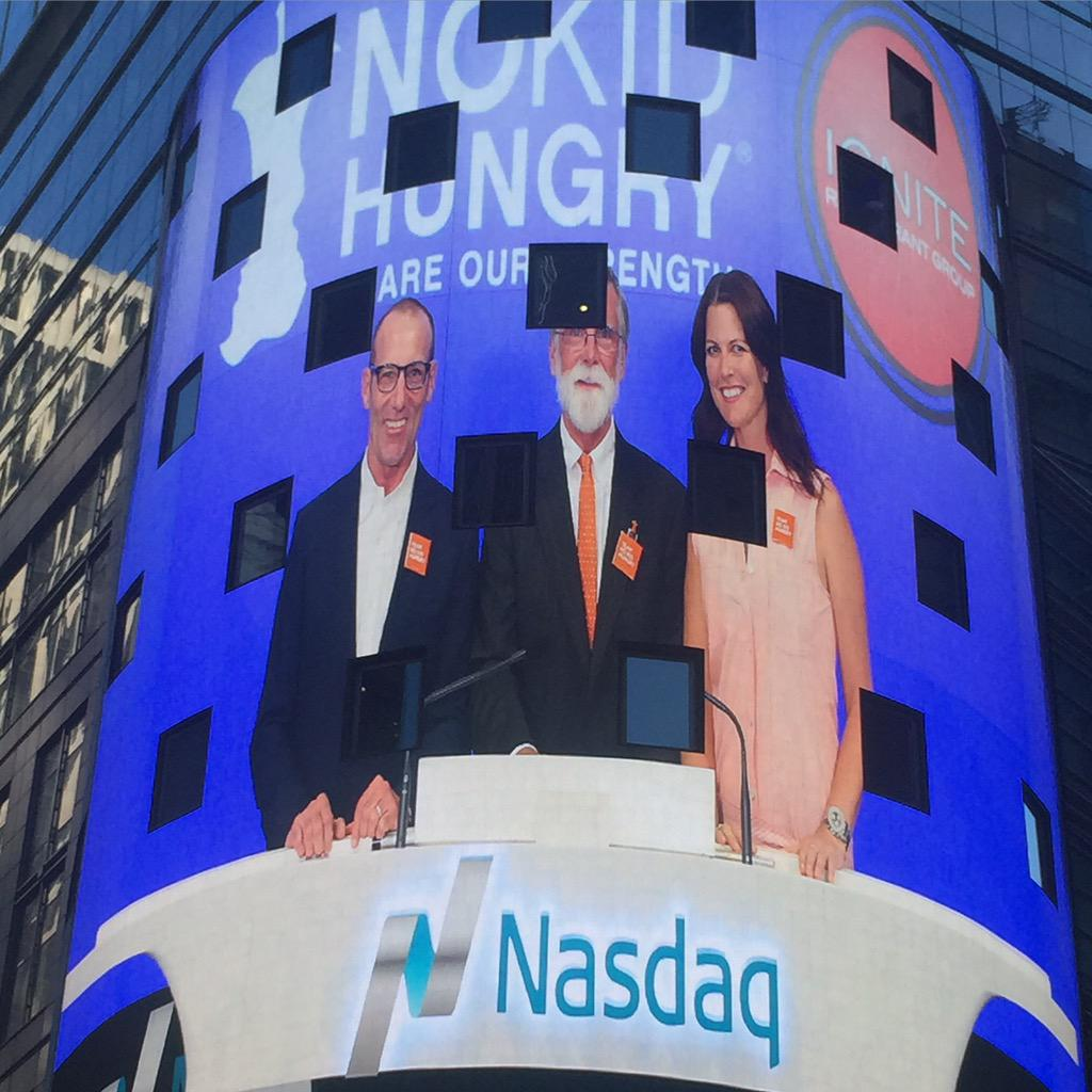 Excited to ring the #ClosingBell @ the #nasdaq today w #NoKidHungry & #ShareOurStrength @TommyBahama #tommybahama http://t.co/mNQYRALnYs