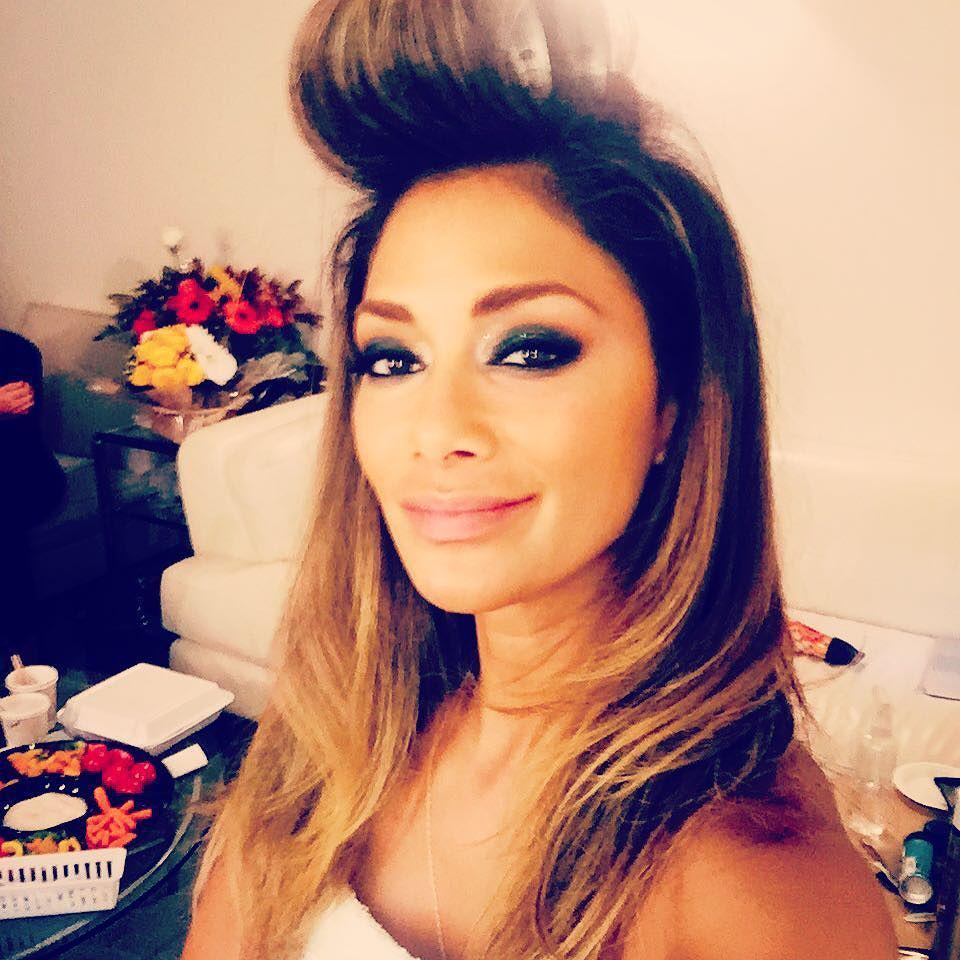 In hair and make-up for tonight's show! Aghhh so excited for the #BestTimeEver ????????????????@bestti… http://t.co/iICP4wZFQ5 http://t.co/X2Ix4wEiBu