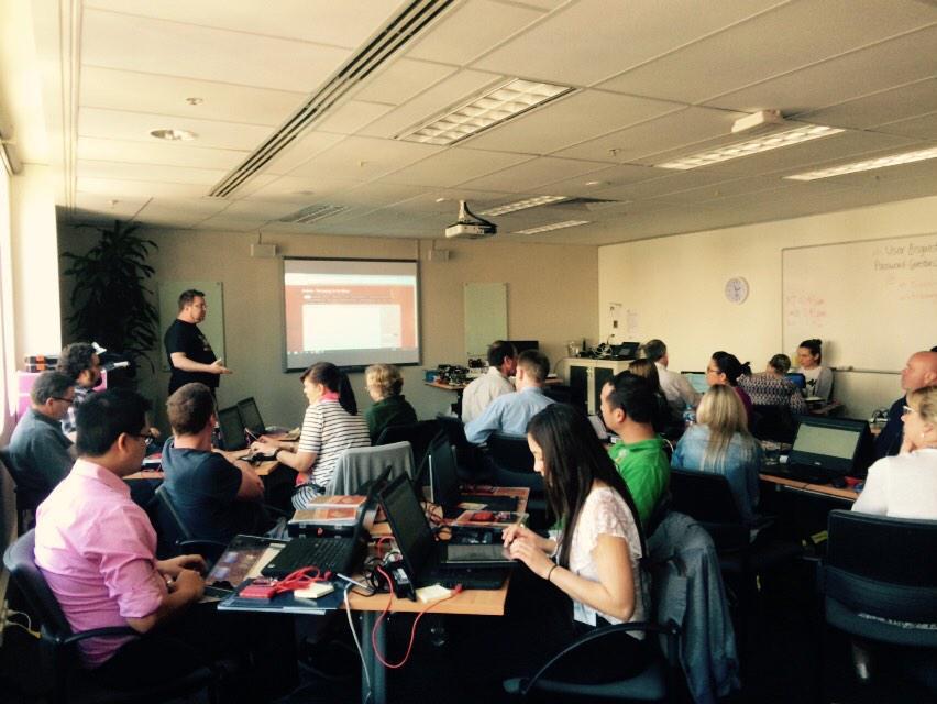 Packed room at @AISNSW w/ @DanBails running an IST workshop - abt to play w/ #arduino kits #aisnswIST http://t.co/jIXqr6qIxz