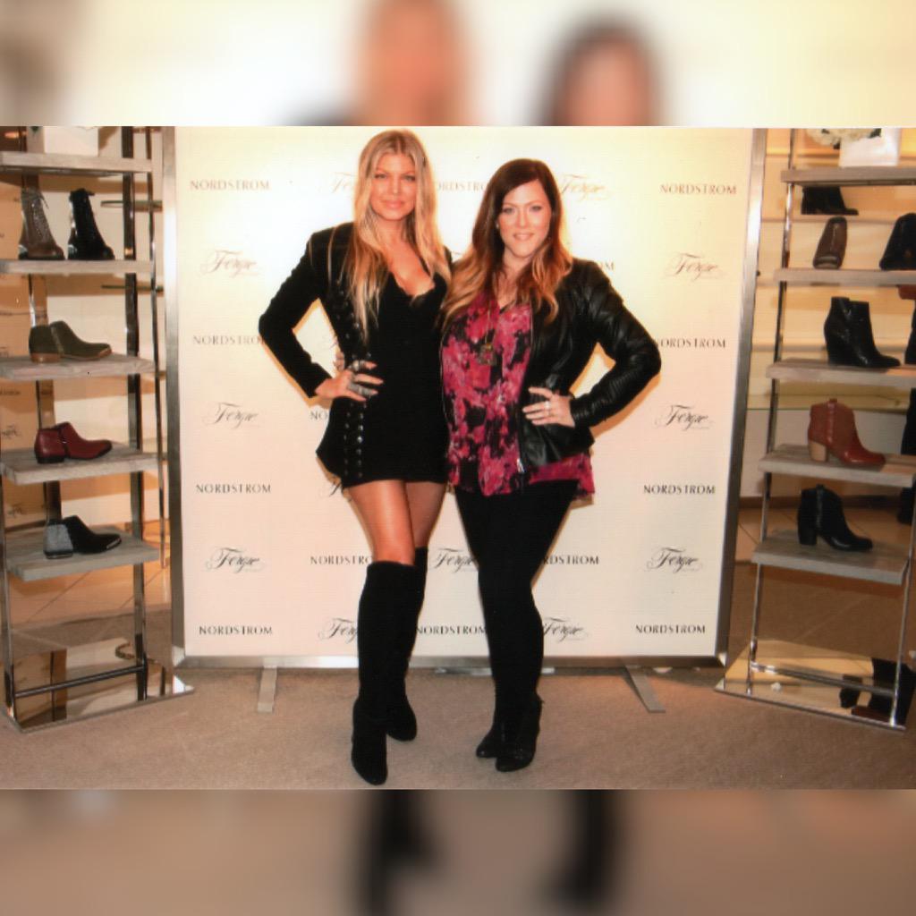 RT @JennMelby: #LoveTheseShoes ???? @FergieFootwear, #lovethisgirl ???? @Fergie, #lovemyjob #⃣ @LookingGlassSMM!????????????????http://t.co/6UshE4cIno http:/…