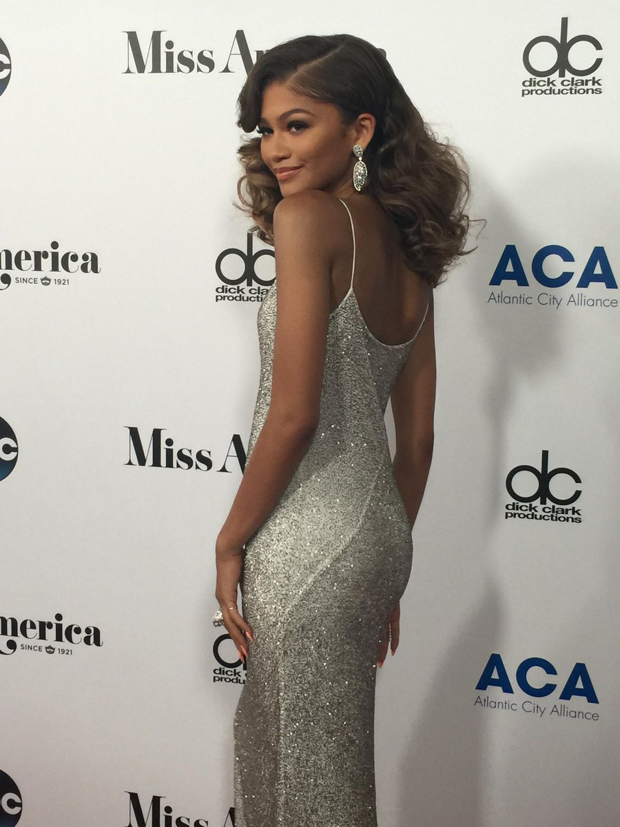 Our #MissAmerica judges are arriving! @zendaya looks AMAZING!