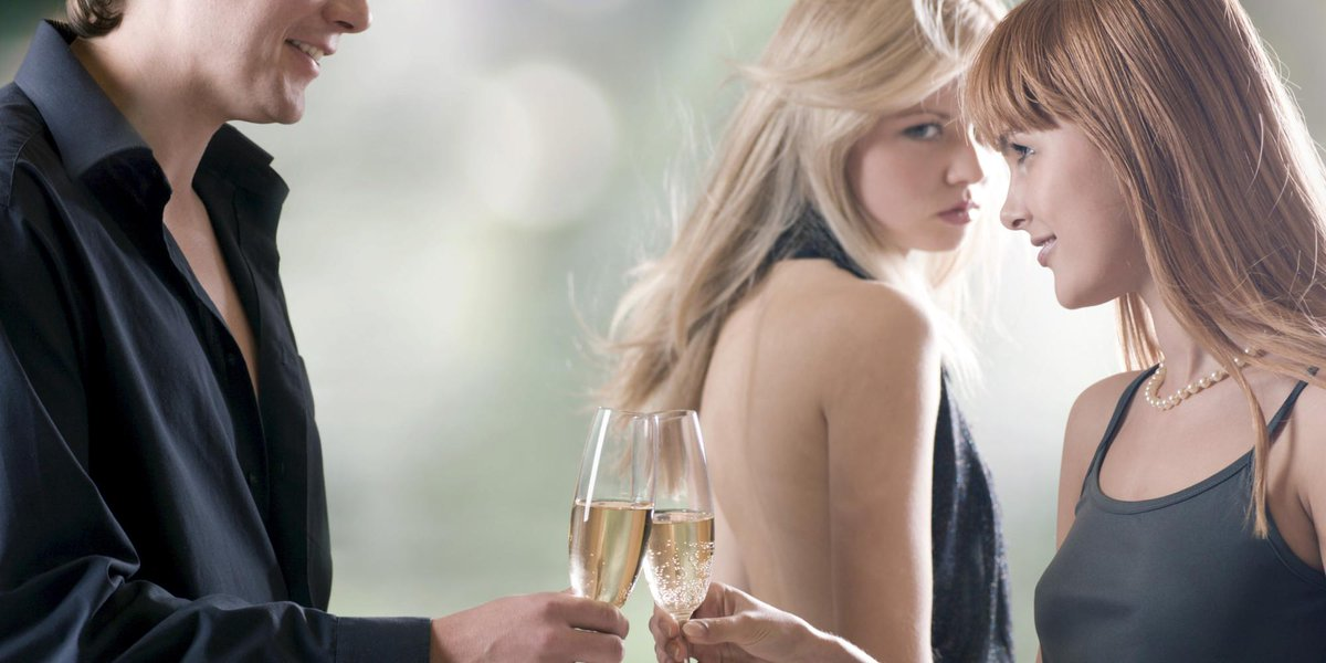 배우자가 바람을 피운다는 사실을 알게 됐다. 이제 난 어떻게 해야 하는 걸까? 상대의 바람을 알았을 때 기억해야 할 10가지: http://t.co/P2PPdshoz4 #바람 #부부관계