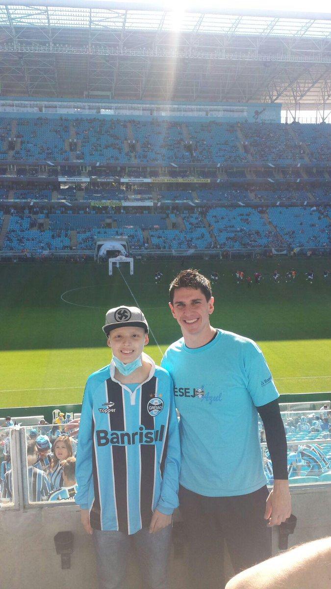 A emoção do Matheus em ver um jogo na @todosnaarena pela primeira vez. Colaboração do voluntário Bruno Beltrame http://t.co/jB1penoDsA