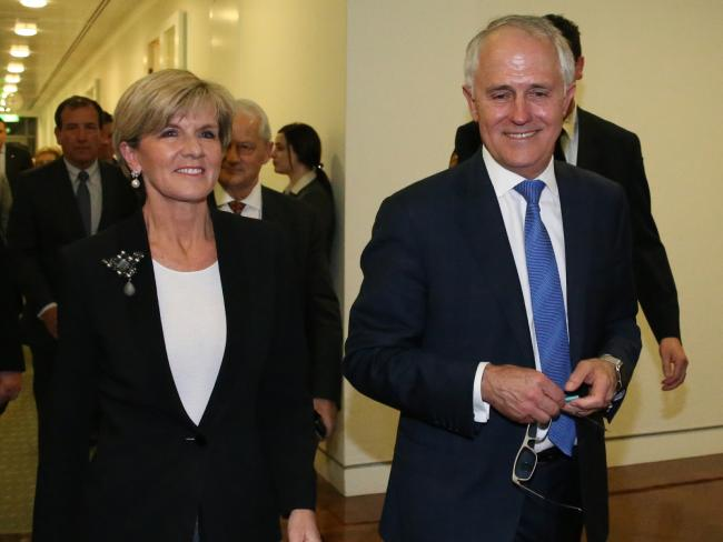 Great idea to sack Ruddock as Lib whip. Look who was behind Julie & Malcolm tonight.  #libspill #auspol http://t.co/zq62fInoEF