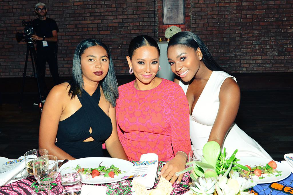 This is the gorgeous table @phoenixg6 @OfficialMelB @NormaniKordei at the @Essencemag #StreetStyleAwards http://t.co/AibMJx0jZz