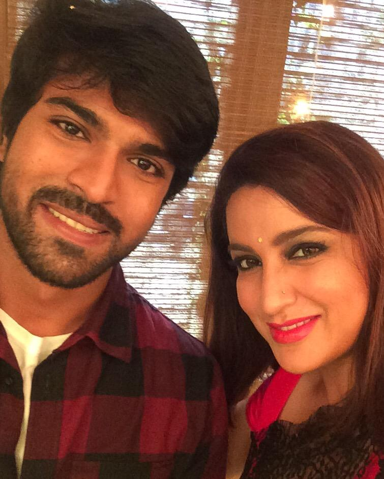 Here is the much asked for  selfie with #RamCharan #BruceLee http://t.co/tiLyaeT6DA