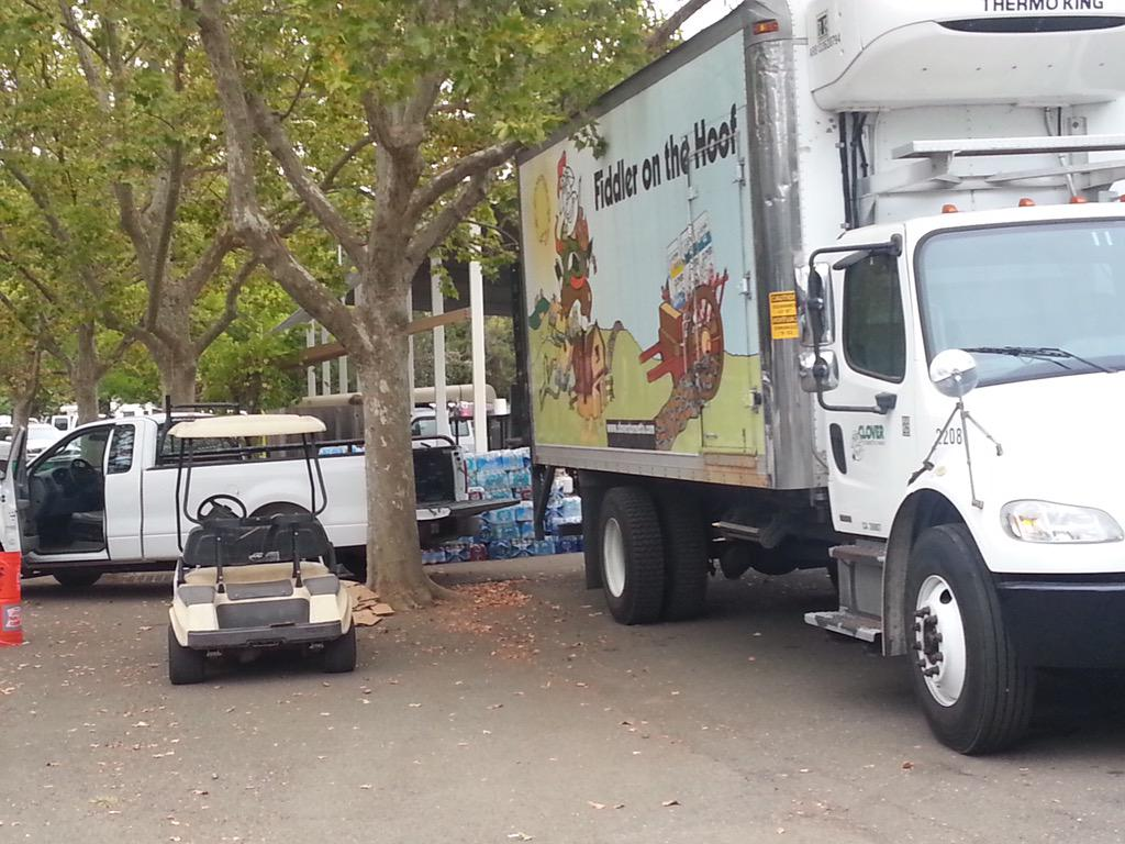 Delivering donated Clover dairy #comfortfood w/cowpassion to the victims of the #ValleyFire! #Clocares http://t.co/H9GrvovXBP