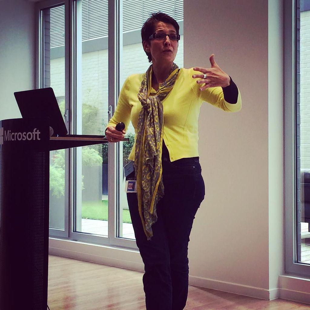Challenging the status quo: Culture, Location, Technology... Elke Willaert talking #NWoW at @MicrosoftBE http://t.co/RgGIs2teXl