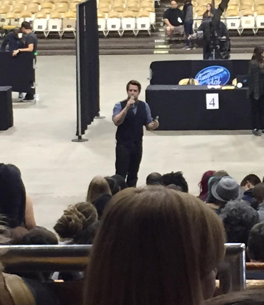 Look who dropped by @AmericanIdol auditions: @LeeDeWyze! http://t.co/18yo4smLmF