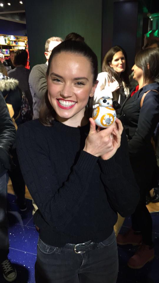 Thanks for signing our #SpheroBB8 Daisy Ridley! Great to see you in London for #ForceFriday! #mydisneystore #BB8 http://t.co/ujJVZpt5IC