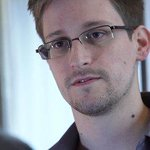 Edward Snowden slams Hillary Clinton for private email server http://t.co/Gg3Jg6t8T1 http://t.co/CmrxW5quFL
