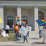Report: 3 of 6 deputy Kentucky clerks have agreed to issue marriage licenses to gay couples http://t.co/4S7BNc4h6T http://t.co/VSVW9G7r72