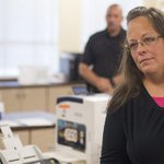 Kentucky clerk Kim Davis jailed for refusing to issue gay marriage licenses: http://t.co/C9toroYkIf http://t.co/twQp1nafAD