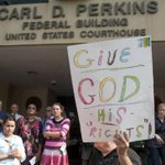 "White House declines to ""second guess"" decision to jail Kentucky clerk Kim Davis: http://t.co/unRMQjDuui http://t.co/L0ruG7qPRH"