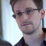 Heres what Snowden thinks about Hillary's private server: http://t.co/fXabWQBfuW | Getty http://t.co/C4q8OECFjY