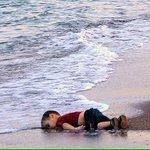 Artistas del mundo rinden tributo a Aylan, el niño inmigrante sirio encontrado ahogado en Turquía http://t.co/gsmIQs6b1p
