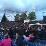 Big crowd @PNE_Playland for @BoyzIIMen tonight! Roses waiting for people in the front row... Its like The Bachelor http://t.co/DY6dxH09d8