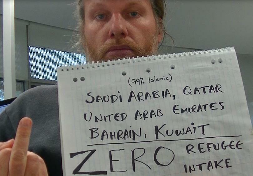 """Zengin, müslüman ülkeler; S.Arabistan, Katar, Bahreyn, Birleşik Arap Emirlikleri, Kuveyt """"sıfır"""" mülteci kabul ediyor http://t.co/Xpj0Zim4DR"""