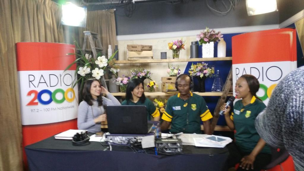 Always lovely seeing this lady @ElanaAfrika #teamexpresso #tvmeetsradio @2000FMSA #crazyvibes @expressoshow @SABC3 http://t.co/IjVvajCvQO