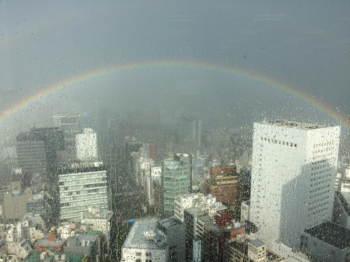 ヒカリエに虹が出た