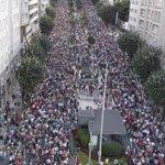 Así está Galicia. En pé fronte aos fiascos do PP de Feijóo. 200.000 persoas en Vigo. 2.000 tractores en Lugo cc @PSOE http://t.co/LMp2MGbM0R