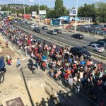 The March out of Budapest. Never seen this many people on the move before http://t.co/kHnejy1MLd