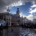 Precioso el cielo de #madrid cuando no sabe si reír o romper a llorar. http://t.co/DdA4GYoD6s