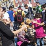 Maneras en las que tú puedes ayudar a los refugiados sirios. #RefugiadosBienvenidos http://t.co/Aoy8rsASkY http://t.co/INCuXkX5Z6