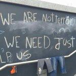 Mensajes de los refugiados en la estación de tren de Budapest http://t.co/zDhr3yBuFz