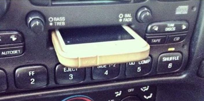 LOL RT @cultofmac: Kids of today think cassette players are iPhone docks http://t.co/6xe4WuuV54 http://t.co/3LX4AjGEDk