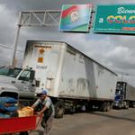 MADURO RECULA: Abrirán el paso de camiones por la frontera del Táchira -► https://t.co/kTVSEUIwUy http://t.co/RzCjUPGCof