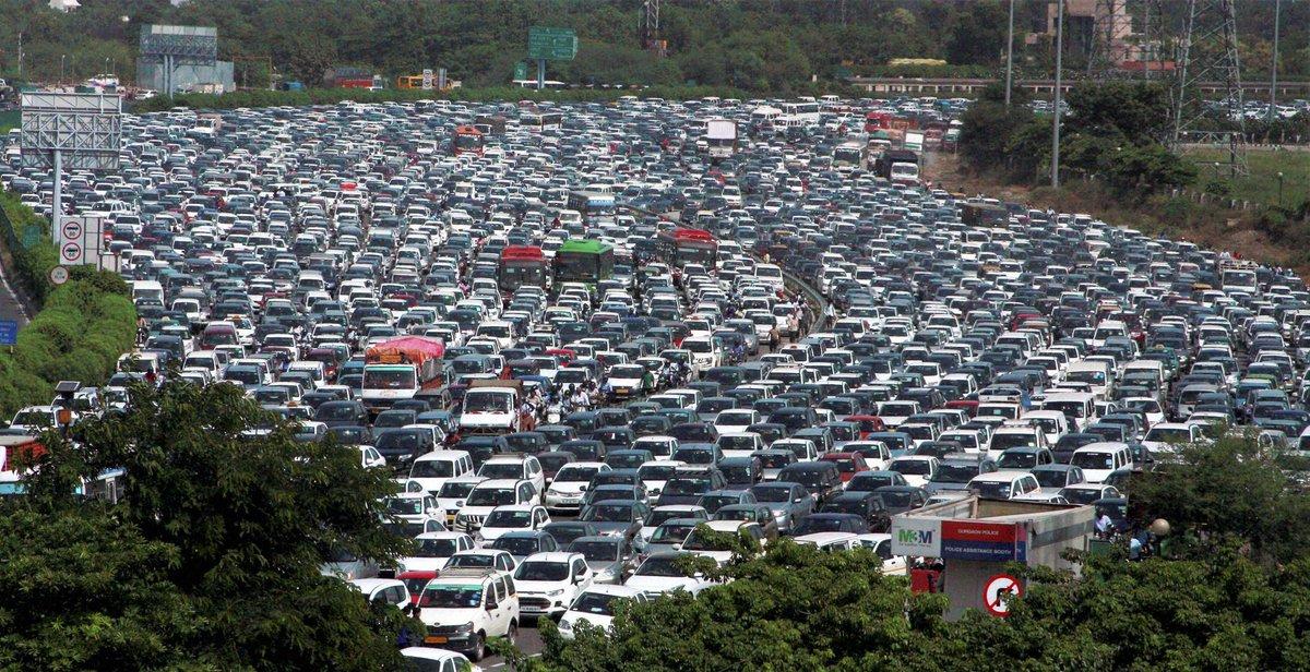 A view of heavy traffic jam on delhi-gurgaon expressway in ...
