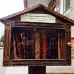 Миний сурдаг газар ийм хоорхон чолоотэй ном авч уншаад эргуулээд хийчдэг номын сан бдаг бж билээ :-) #БиНомондДуртай http://t.co/3zHCt8fwit
