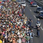 2,200 Austrian drivers join campaign to pick up #refugees in #Hungary http://t.co/fsue3Gp7mn #Budapest #MigrantMarch http://t.co/1MnwtBUgiQ