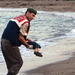 This illustration of the drowned Syrian boy is powerful and heartbreaking. via @HpCaParents http://t.co/Cbdv1jrGLM http://t.co/ytVmT8HTUO