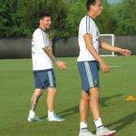 El mejor zurdo de la historia, y al lado suyo Messi. http://t.co/H0E1cKwWvd